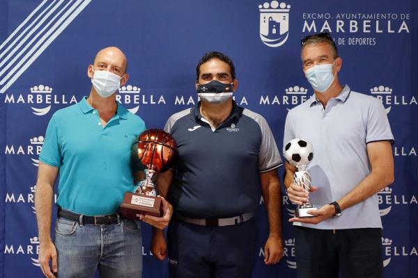 La concejalía de Deportes entrega los premios de las Ligas Locales de Fútbol, Baloncesto, Tenis y Frontenis