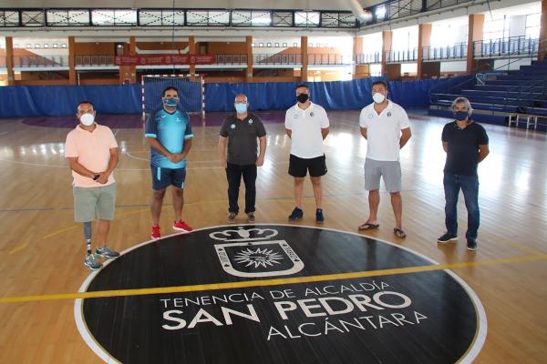 Los concejales Manuel Cardeña y Javier Mérida visitan el club ADJ San Pedro