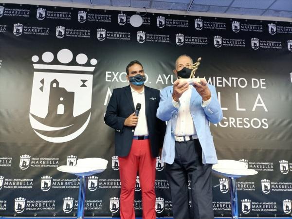 El Ayuntamiento inaugura el galardón 'Marca Marbella Leyenda' con su entrega al exjugador de baloncesto del Real Madrid y de la selección nacional Carlos Sevillano