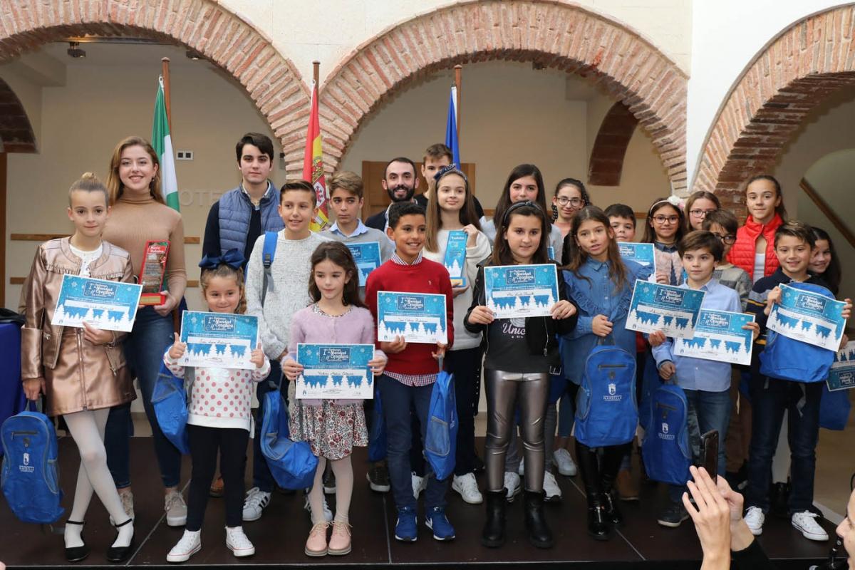 El Ayuntamiento entrega los premios del concurso de Postales Navideñas y Microrrelatos