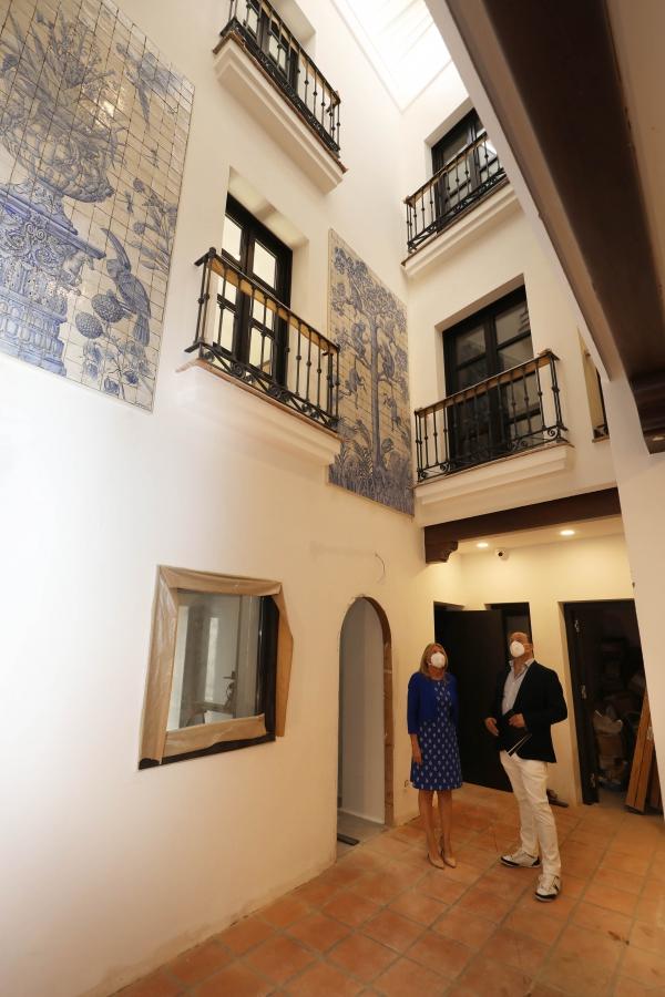 """La alcaldesa destaca """"la solidez de las inversiones previstas en Marbella frente a la situación actual"""" y subraya el """"valor añadido"""" que supondrá la apertura este año de tres hoteles en el Casco Antiguo"""