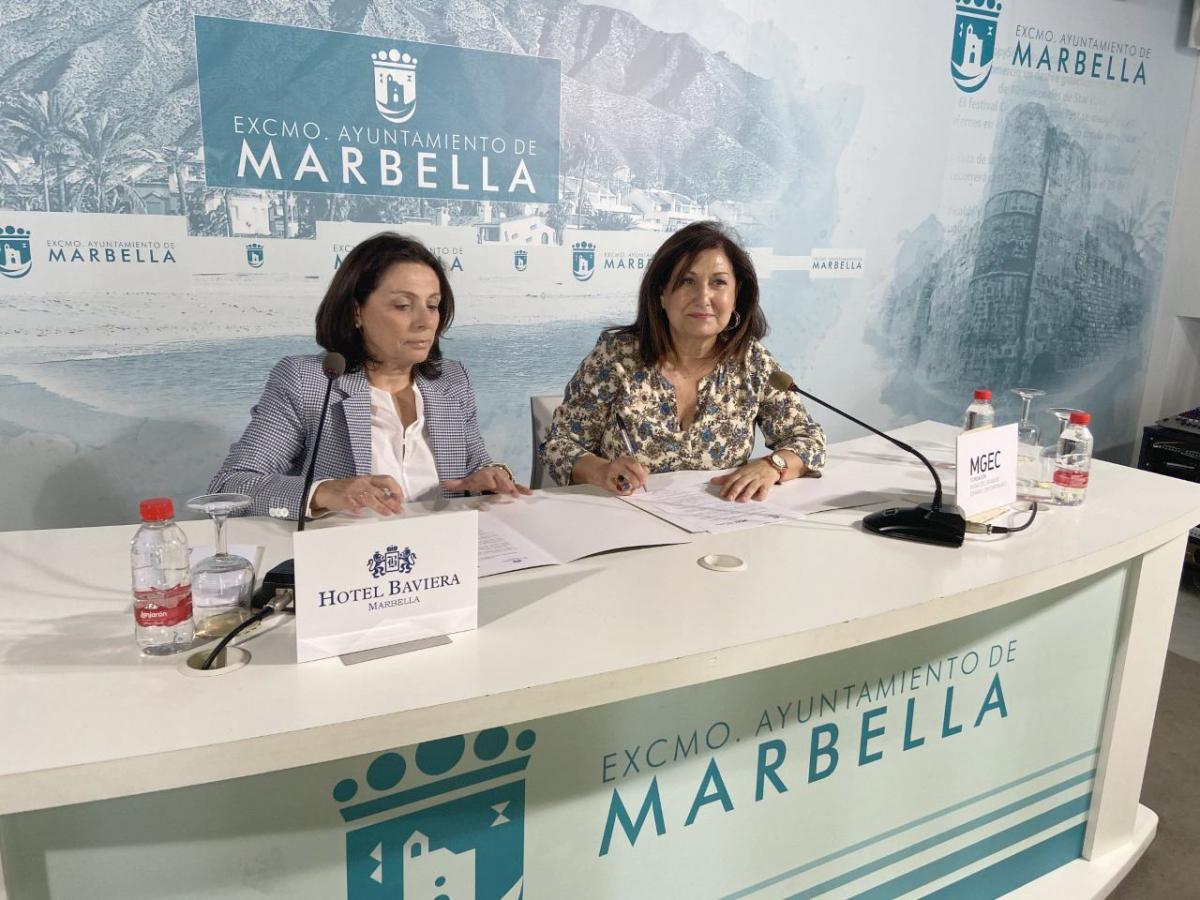 El Ayuntamiento y el hotel Baviera firman un acuerdo para apoyar la divulgación cultural del Museo del Grabado