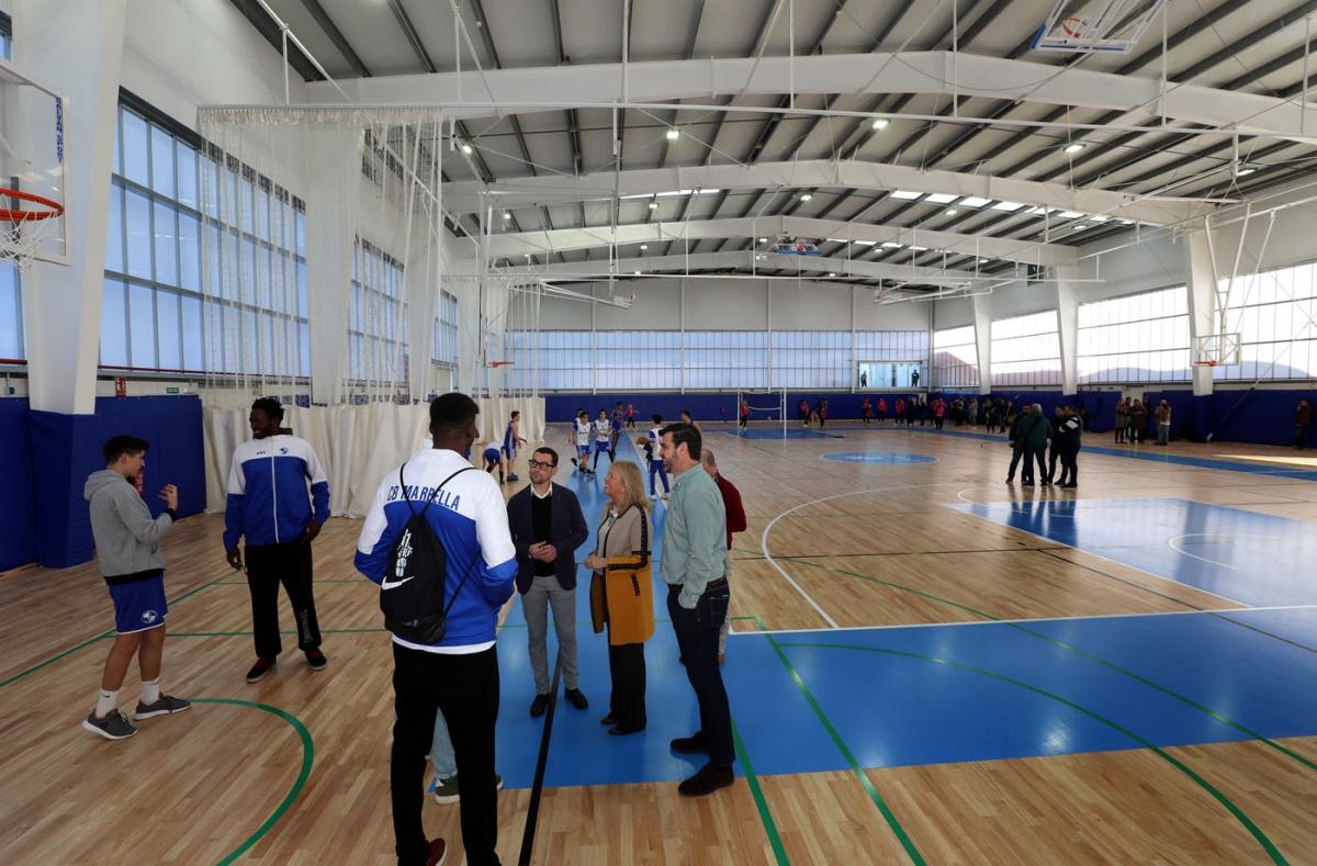 El complejo deportivo Antonio Serrano Lima estrena el cerramiento integral de las pistas cubiertas tras una inversión cercana a los 600.000 euros