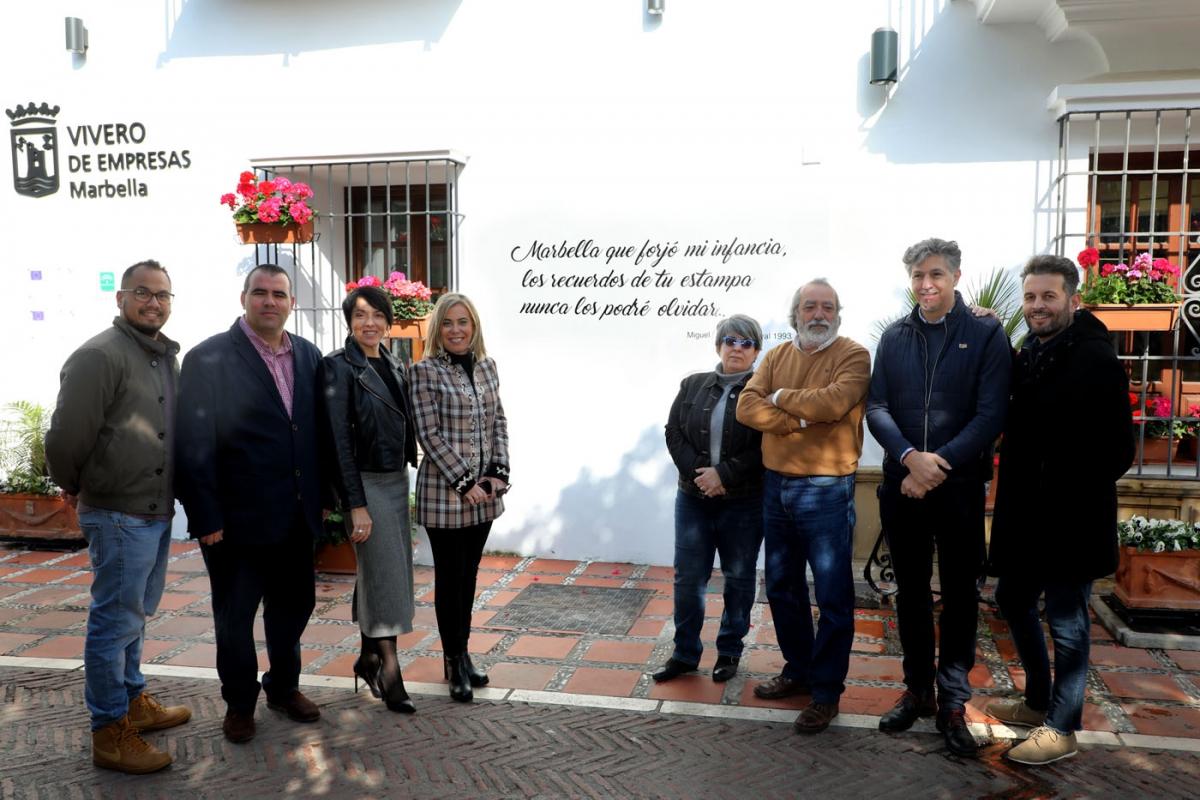 Las calles del Casco Antiguo de Marbella se engalanan con letras de Carnaval de conocidos autores locales dentro de la iniciativa 'El mapa del 3x4'